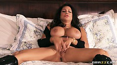 After masturbating the brunette MILF Teri Weigal gets her pussy and boobs licked
