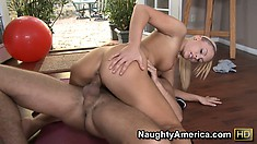 Hot babe Jamey Janes changes her work out routine to include a hard fuck
