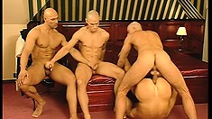 Jock with washboard abs gets impaled by other mean in a foursome