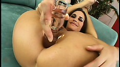 Gorgeous cougar shows off how limber she's while masturbating