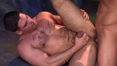 Two muscled hunks seize the opportunity to explore their gay fantasies