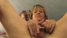 amateur prettypolly18 fingering herself on live webcam